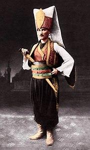 Atatürk; Sofya Ataşemiliteri iken, verilen kostümlü baloya yeniçeri kıyafeti ile gitmiş ve etrafında derin bir hayranlık uyandırmıştır