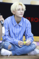 Yoon Jeong-han during a fan signing event in June 2017 07.png