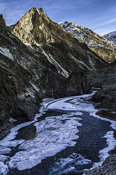 File:Zanskar river when Frozen.jpg