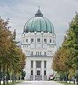 Zentralfriedhof Karl-Borromäuskirche Blick von der Allee.jpg