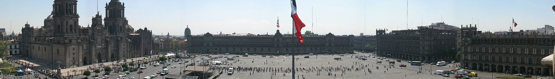 Zocalo Panorama seen from rooftop restaurant (cropped).jpg