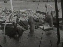 Bestand:Zweedse houtboot in IJmuiden aan de grond gezet-508218.ogv