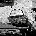 """""""Košarna"""" (za krompir in sadje pobirat, ima 2 locaja- eden za držat, drugi za rob, spredaj in zadaj """"vamp""""), Kočarija 1956.jpg"""