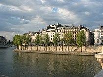 Île Saint-Louis - Quai d'Orléans (Paris).jpg