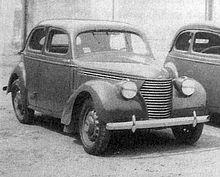 Černobílá fotografie automobilu Škoda Popular OHV 1101.