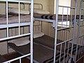 Двухъярусные кровати в казарме.JPG