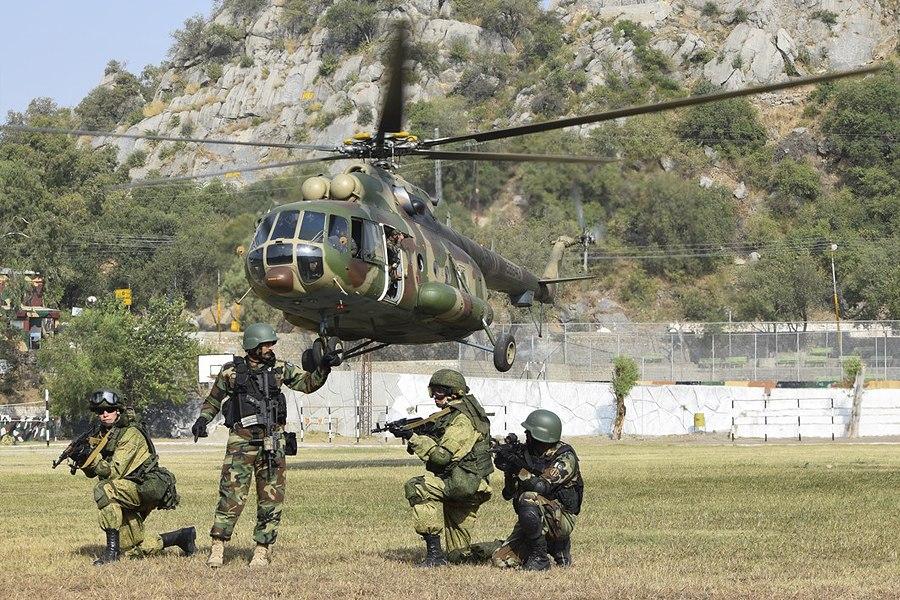 Тренировка по десантированию из вертолетов военнослужащих России и Пакистана на учении «Дружба-2016» (11)