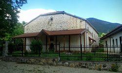 Црквата во Теово 01.jpg