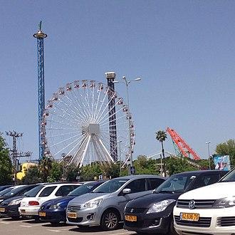 Luna Park, Tel Aviv - Image: הלונה פארק מהחניון של פארק הירקון