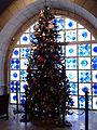 עץ אשוח מקושט לחג המולד.jpg