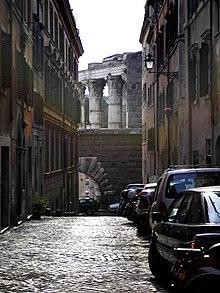 Dalla odierna via Baccina, vista sul muro della Suburra, l'Arco dei Pantani e il tempio di Marte ultore