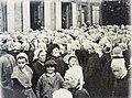 082 Distribution de vivres à la mairie en 1903 lors de la crise sardinière.JPG