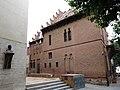 086 Bust de Domènech i Montaner a l'Ateneu, amb la casa Roura al fons (Canet de Mar).JPG