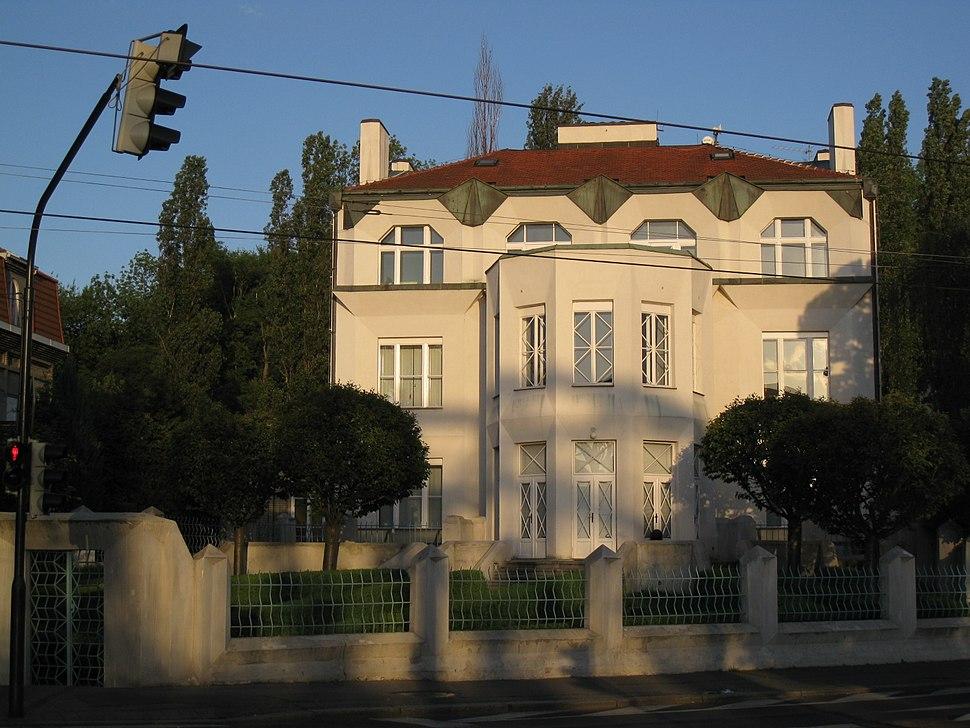 104 Vil·la Kovařovic (casa cubista), façana de Rašínovo Nábřeží