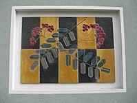 1170 Andergasse 10-12 - Ernest Bevin-Hof Stg 3 - Hauszeichen Eberesche von Heinz Satzinger 1958 IMG 4790.jpg