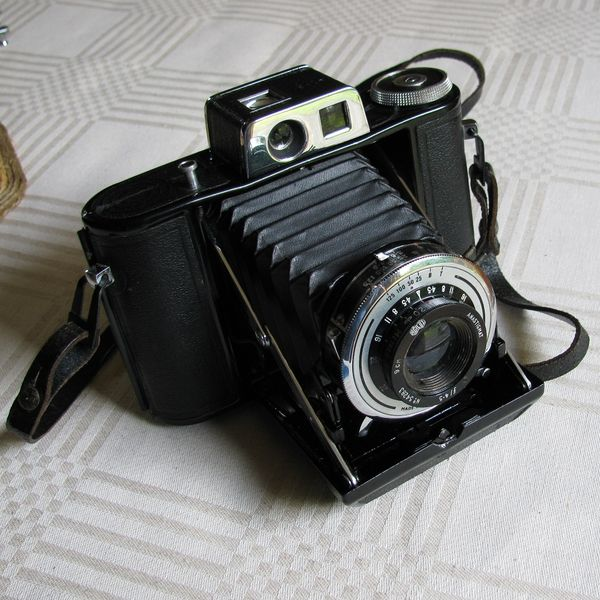 File:1940s Agifold camera.jpg