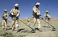 2004.9.18 이라크 자이툰부대-지뢰탐지 (7445557522) (2).jpg