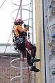 2013년 12월 서울특별시 광진소방서 화보 로프이용 암벽오르는 연습하는 구조대원.JPG