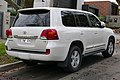 2013 Toyota Land Cruiser (VDJ200R MY13) Sahara wagon (2015-07-24) 02.jpg