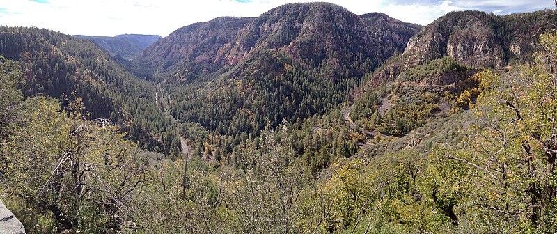 File:2014 Arizona Sedona Oak Creek Canyon 02.jpg