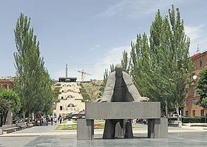 Tamanyan Street - Image: 2014 Erywań, Pomnik Aleksandra Tamaniana (03)