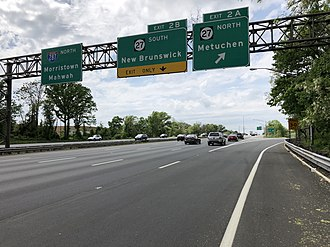 Metuchen, New Jersey - View north along I-287, the largest and busiest road in Metuchen