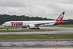 777-300ER LATAM SBGR (35441797790).jpg
