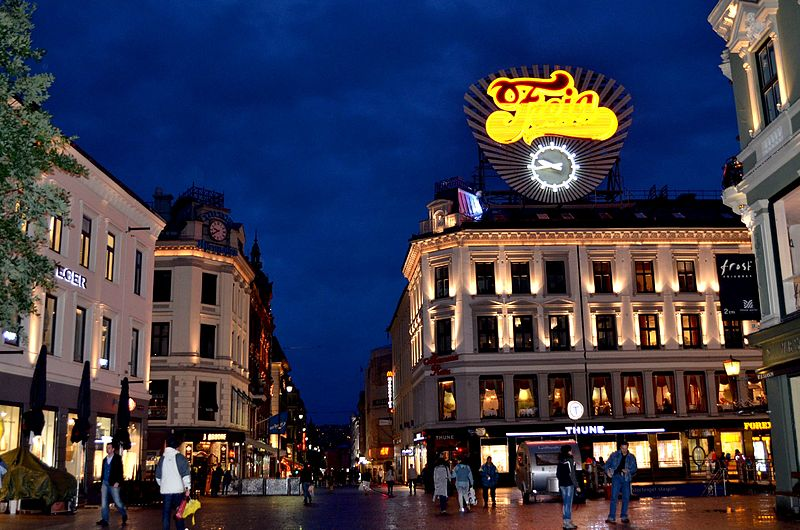 File:7 of 10 - Karl Johan Gate at Night, Oslo - NORWAY.jpg