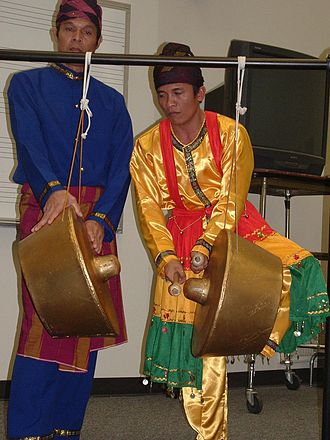 Moro people - Maguindanaon Moros performing on the agung using two balus.