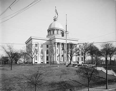 The capitol building in 1906. Note the original steps leading up to the portico and the iron fence. Alabama Capitol Building in 1906b.jpg
