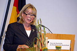 Alice Greyer-Wieninger, Festakt zur Indienststellung des BAIUDBw.jpg