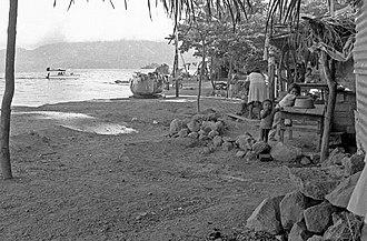 Lake Ilopango - Image: Apulo 1990 00