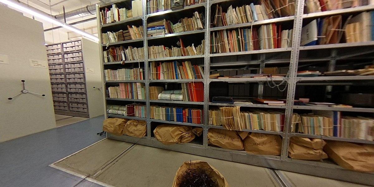 Archivalien im Stasi-Unterlagen-Archiv (Eingangsbereich).jpg