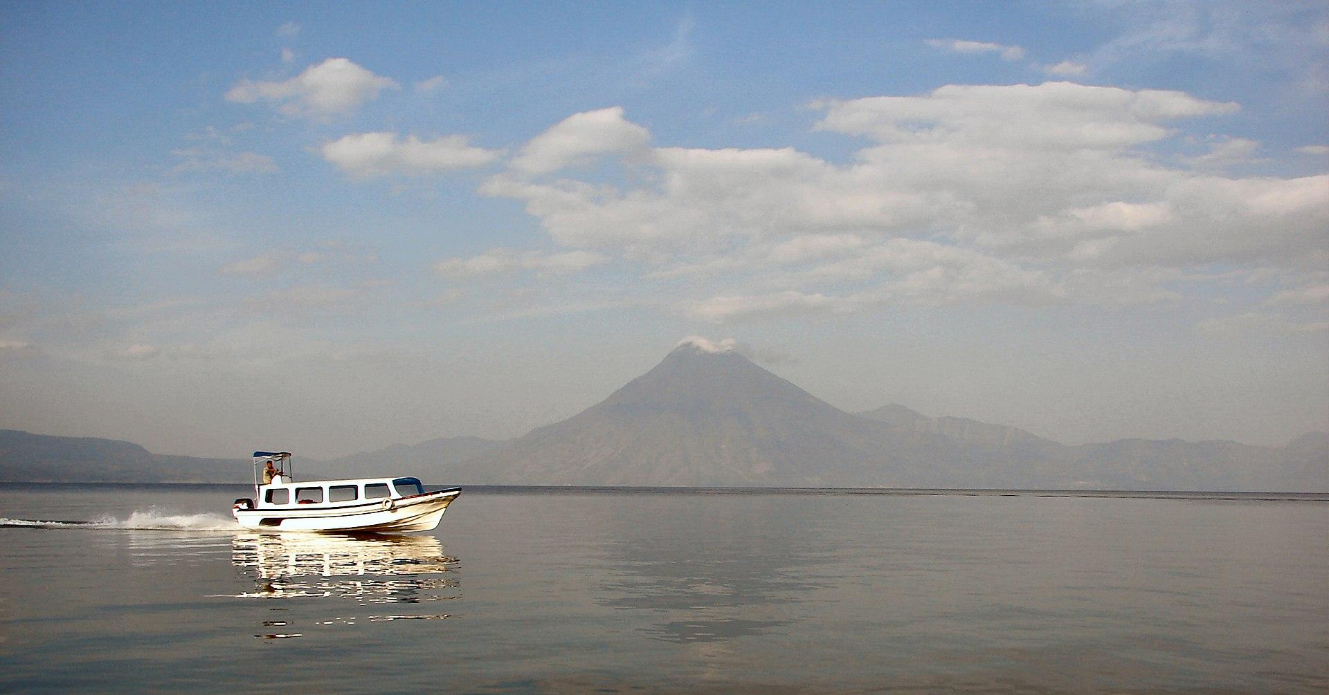 1920px-Atitlan-Volcan-San-Pedro.jpg