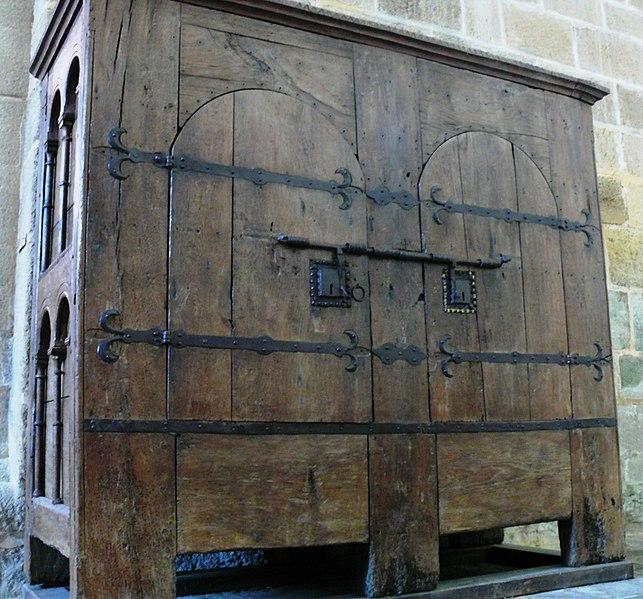 File Aubazine Abbatiale Armoire Jpg Wikimedia Commons