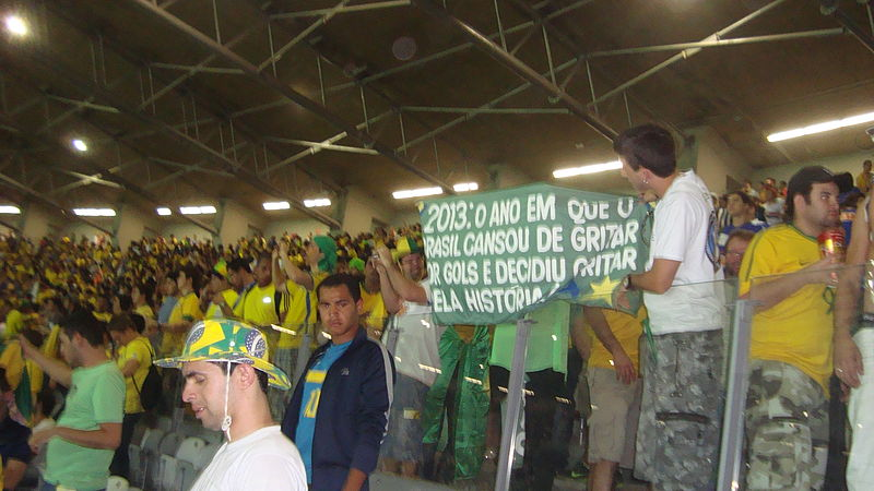 Ficheiro:Banner on Brazil-Uruguay, Confederations Cup 2013.JPG