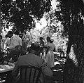 Barbecue op het landgoed Fontein op Bonaire tijdens het koninklijk bezoek, Bestanddeelnr 252-3862.jpg