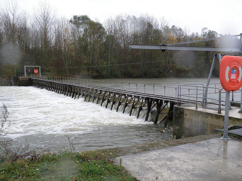 Barrage mobile sur la Petite-Seine. 51260 Conflans-sur-Seine.