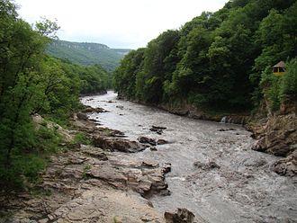 Belaya River (Kuban) - Image: Belaya River from Rufabgo bridge 002