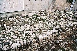 Resquícios do muro construído em Jerusalém por Ezequias, como proteção ao ataque de Senaqueribe.