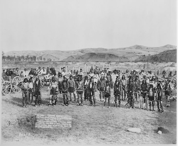 File:Big Foot's band of Miniconjou Sioux in costume at a dance, Cheyenne River, South Dakota, 08-09-1890 - NARA - 530888.jpg
