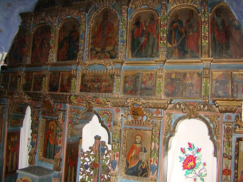 Fişier:Biserica de lemn din Dumbrava, Maramures (4).JPG