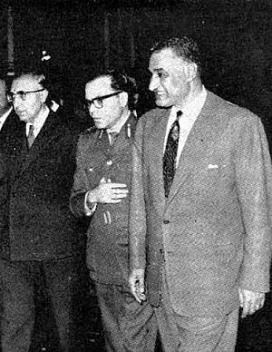 Lu'ay al-Atassi - Atassi (center) with Egyptian President Gamal Abdel Nasser (right) and Syrian Prime Minister Salah Bitar (left) during tripartite unity discussions between Egypt, Syria and Iraq in Cairo, early April 1963