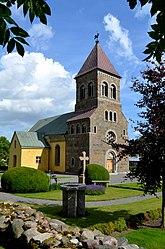 Fil:Bjäresjö kyrka - Skåne Sweden.jpg