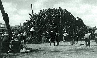 1999 in the United States - November 18: Aggie Bonfire collapse