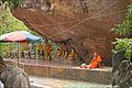 Bonze de la pagode du Bouddha couché (Phnom Kulen) (6824979953).jpg