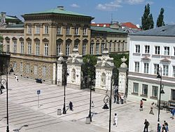 Puerta central d'a Universidat de Varsovia