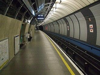Brixton tube station - Image: Brixton tube station east platform look north