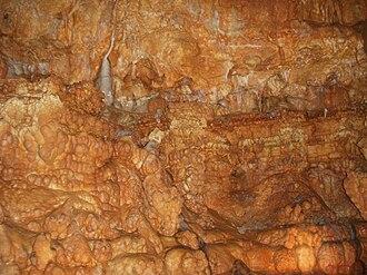 Meramec Caverns - Image: Brown formation in cavern