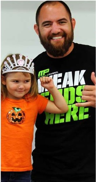 Travis Browne - Browne posing with a young fan in 2013